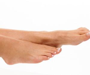 ペディキュア映えする綺麗な足を目指したい!医療脱毛クリニックでの足の甲と指の脱毛は何回で完了する?